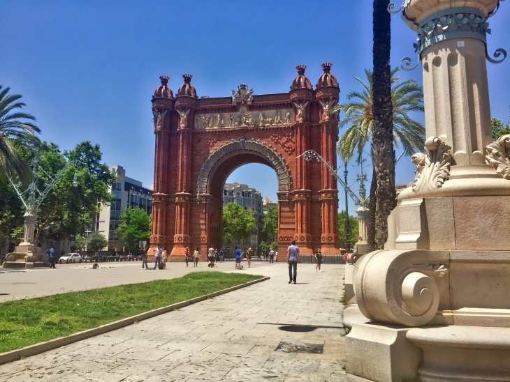 barcelona arch roseanna sunley travel blog