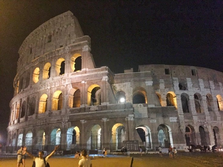 colosseum at night roseanna sunley travel blog