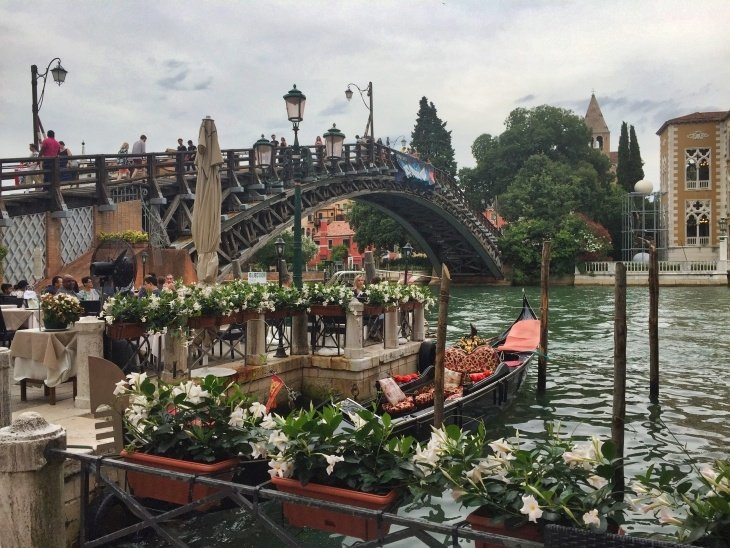 pretty bridge in venice roseanna sunley travel blog