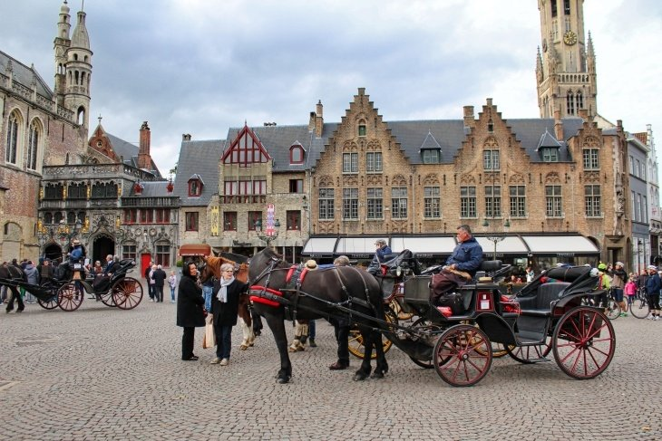 burg square bruges horse carriage travel blog roseanna sunley