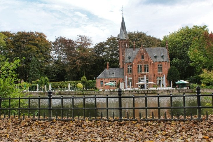 lake of love minnewater bruges travel blog roseanna sunley