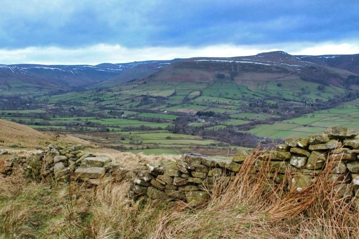 roseanna sunley travel blog peak district hiking mam tor